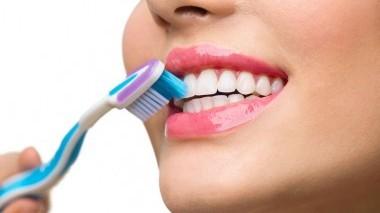 Come scegliere lo spazzolino da denti