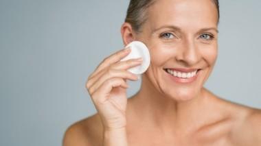 Come curare la pelle a 50 anni?